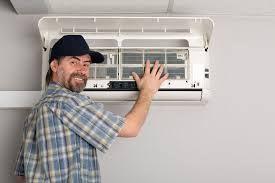 Aircon-servicing-repair-man